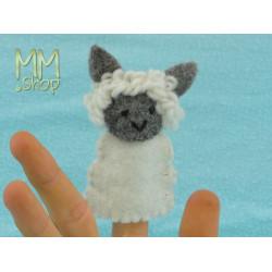 Felt fingerpuppet model Sheep